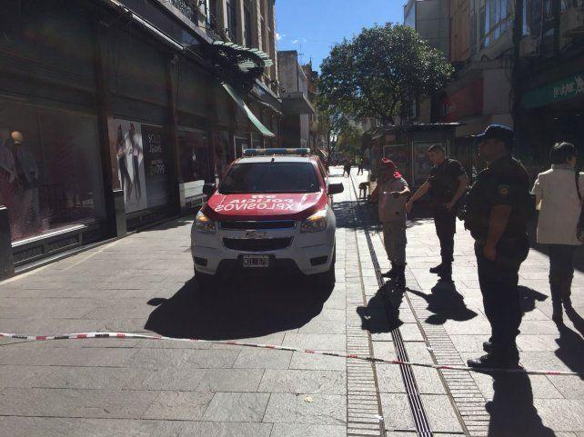 La imagen del escuadrón de explosivos dejando el lugar.