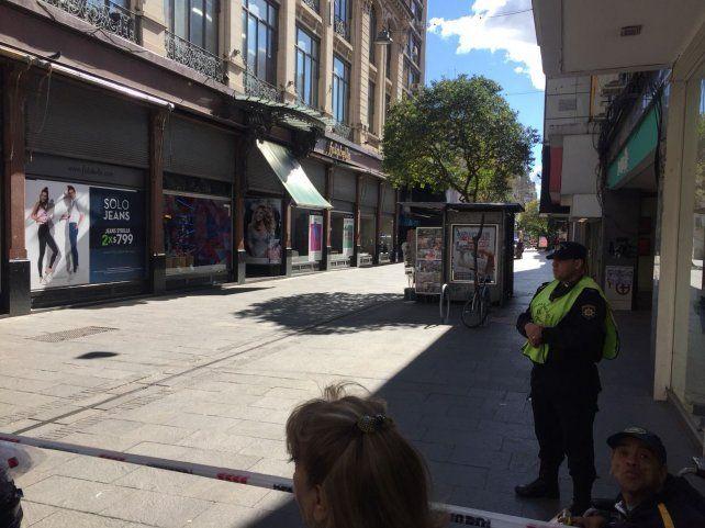 Tensión en la peatonal Córdoba por una amenaza de bomba en un local de venta de accesorios