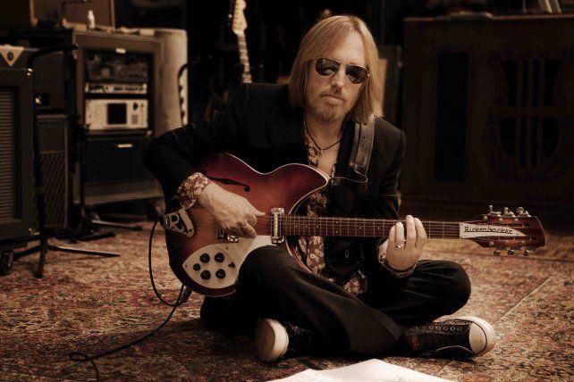 El cantante norteamericano Tom Petty falleció hoy después de sufrir un ataque cardíaco.