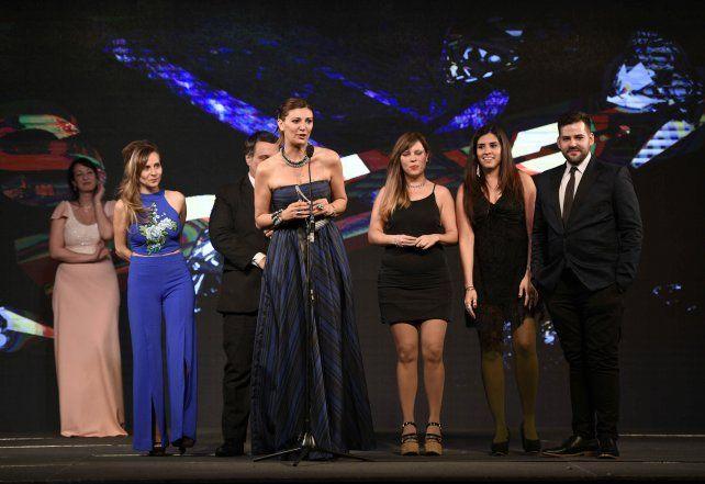 El equipo de Rosario Directo recibe el premio Magazine.