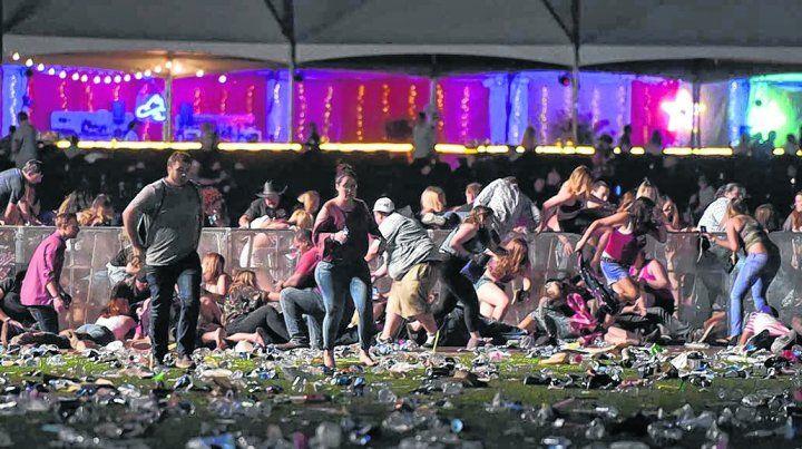 Caos. La estampida en los primeros momentos del tiroteo. Los disparos sembraron el terror y la confusión. .