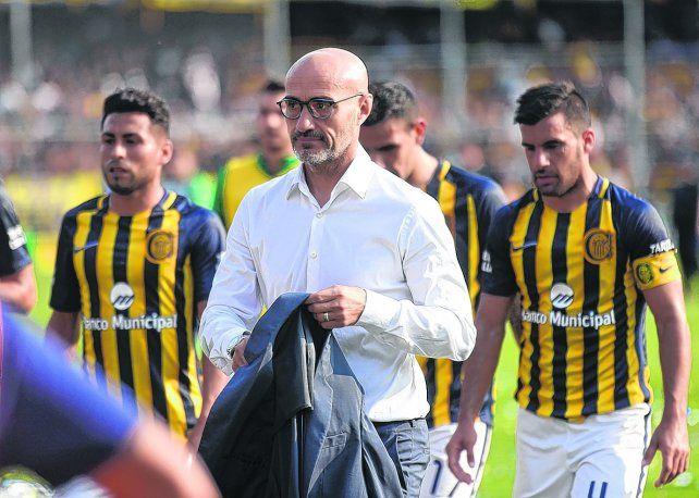 Dos posturas. Paolo Montero y Paulo Ferrari le encontraron explicaciones diametralmente opuestas a la mala campaña del equipo en las primeras fechas de la Superliga.