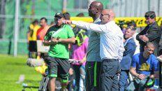 Hacia allá. Montero parece indicarle a su ayudante, el Chengue Morales, cuál es el camino a tomar de ahora en más. El entrenador canalla buscará ganar la Copa Argentina.