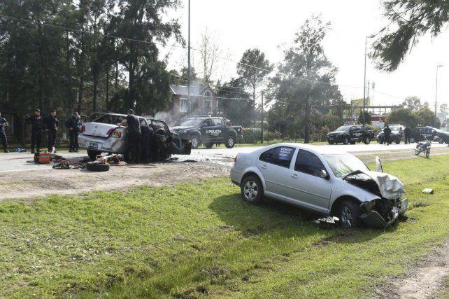 El tránsito en la zona tuvo que ser cortado tras el violento impacto.
