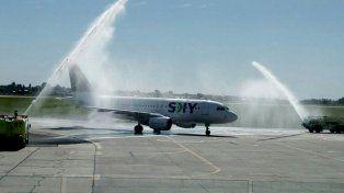 El vuelo inaugural de Sky fue bautizado al llegar al Aeropuerto de Fisherton.