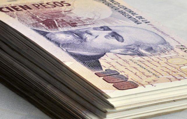 Revocan millonario fallo que indemnizaba a empleada con tendinitis por contar billetes.