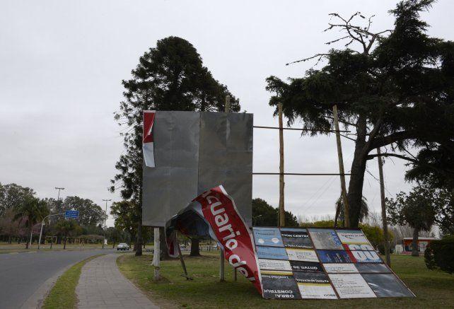 Una de las últimas tormentas de viento derribó carteles y árboles en la ciudad. (Foto de archivo)