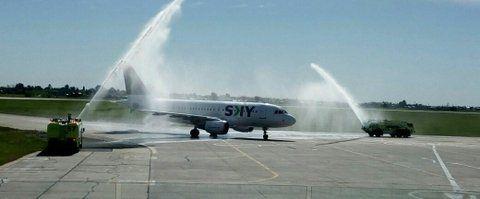 bautismo. Ayer por la tarde se dispararon chorros de agua en el debut de Sky en Rosario.