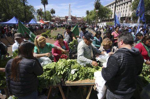 agro. Miles de productores vendieron verduras y frutas a bajo costo.
