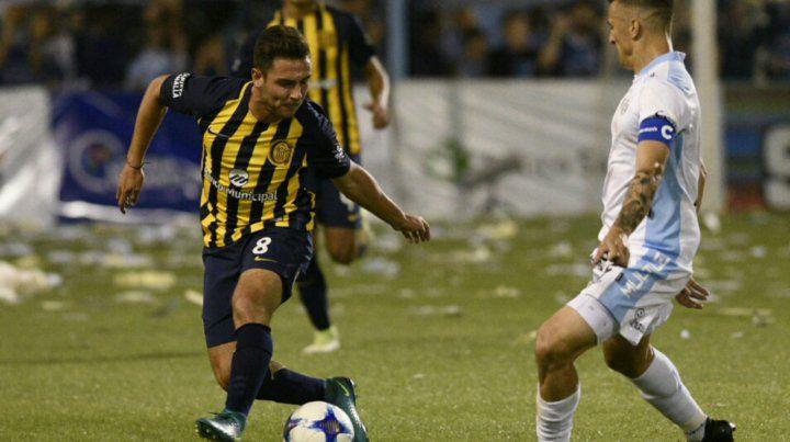 Andrés Lioi maniobra ante la marca del capitán de Rafaela.