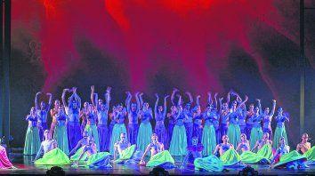 elenco. Un grupo de 50 artistas rosarinos integran la puesta en escena protagonizada por Martín Selle, Bianca Zunino y Sofía Pasaglia.