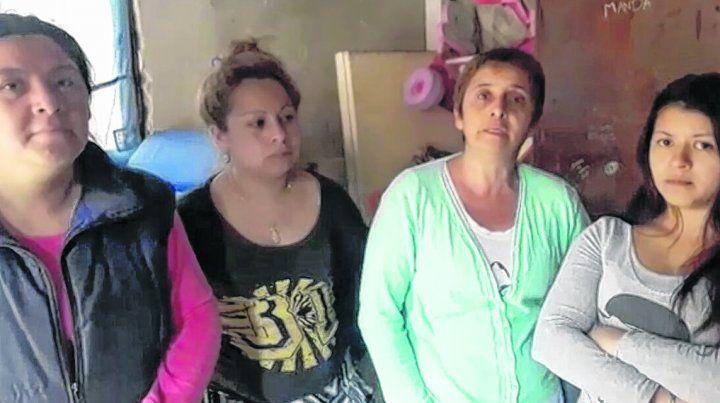 cordón ayacucho. Laura Peralta (segunda desde la derecha) se quejó por la difusión de fotos de su casa.
