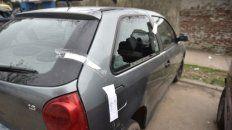 perforado. El VW Gol en el que iba Milton González fue alcanzado por siete proyectiles. Dos mataron al pibe.