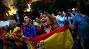 puigdemont critica al rey y ratifica que cataluna declarara la secesion