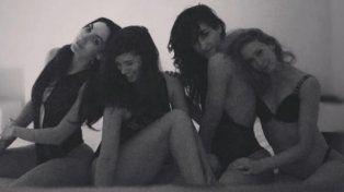 Griselda Siciliani y sus amigas volaron los ratones con una piyamada hot en la cama