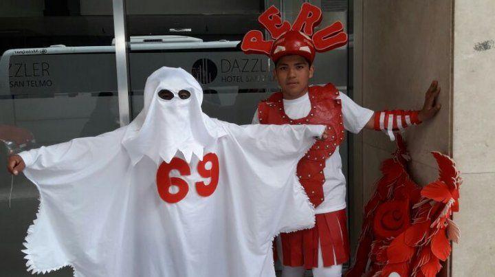 Los hinchas peruanos le ponen picante a la previa del partido con Argentina