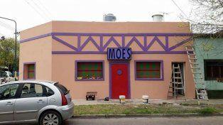 Fanáticos de Los Simpsons, construyeron una casa igual a la taberna de Moe