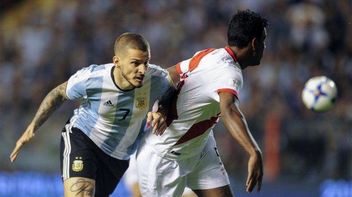 De entrada. Benedetto es el único delantero neto de Argentina en la noche de La Bombonera.