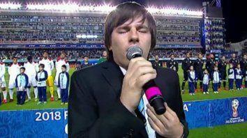nahuel pannisi hizo estremecer a todos en la bombonera con el himno en la previa del partido