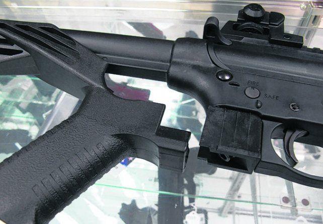 simple y letal. El bump fire se monta fácilmente en la culata del arma.