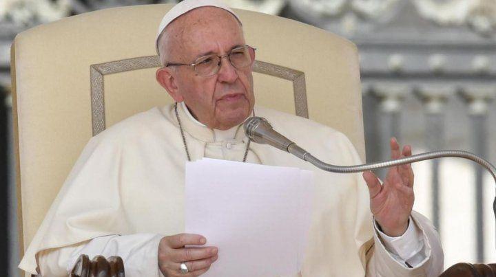 En su primer Facebook Live, el Papa Francisco alertó sobre abusos de chicos en las redes