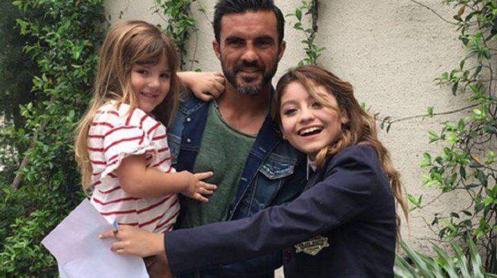 Cubero le cumplió el sueño a sus hijas y las llevó a las grabaciones de Soy Luna