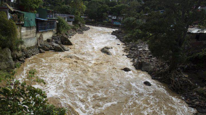 La tormenta tropical Nate provocó anegamientos y deslaves en la ciudad de San José