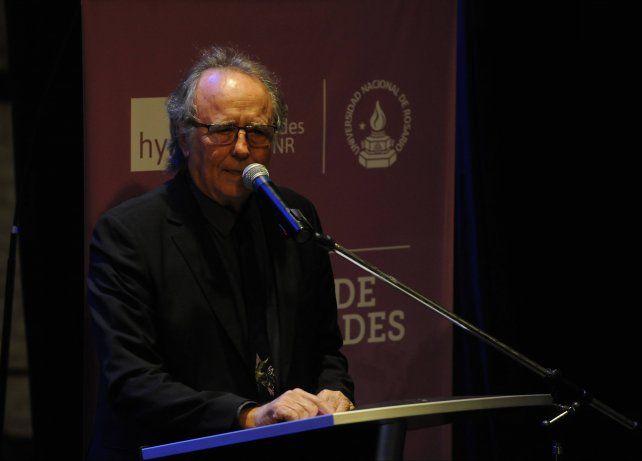 Serrat pronunció un emotivo discurso en La Comedia