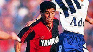 Maradona se acordó de Newells a 24 años de su debut con la casaca rojinegra