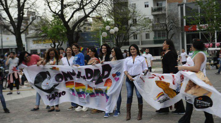 Referentes trans. La recorrida se inició en la plaza Libertad.