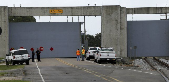 A cerrar. Compuertas de seguridad son cerradas en el estado de Luisiana