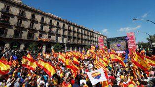 Una multitud marchó en Barcelona contra de la independencia de Cataluña