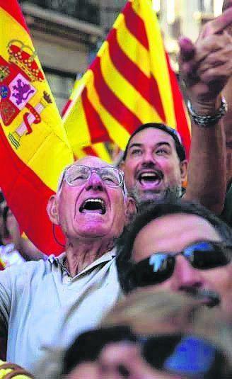 Catalanes y españoles a la vez.