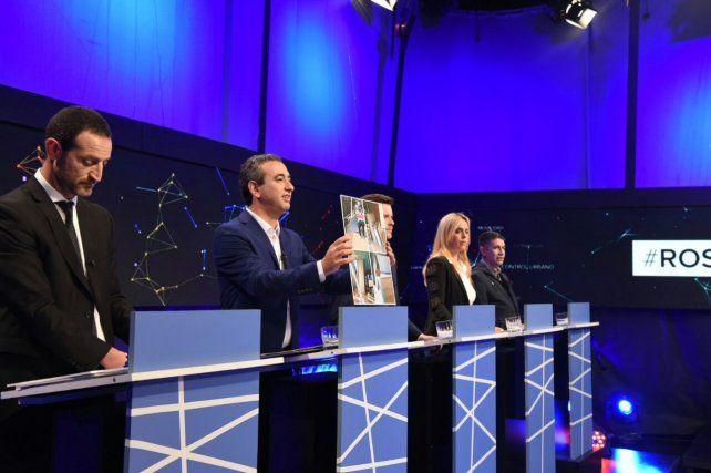 Después de la polémica, los candidatos le pidieron el voto a los rosarinos