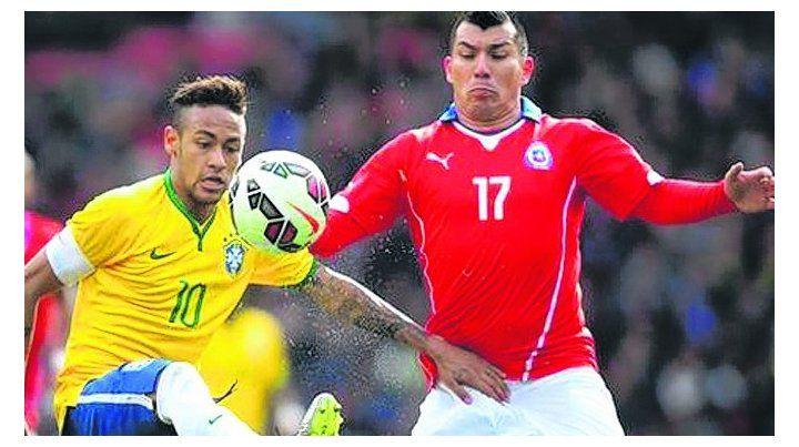 El duelo. Neymar y Gary Medel