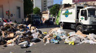 Una protesta de recolectores de residuos genera un basural en Lagos y Pellegrini