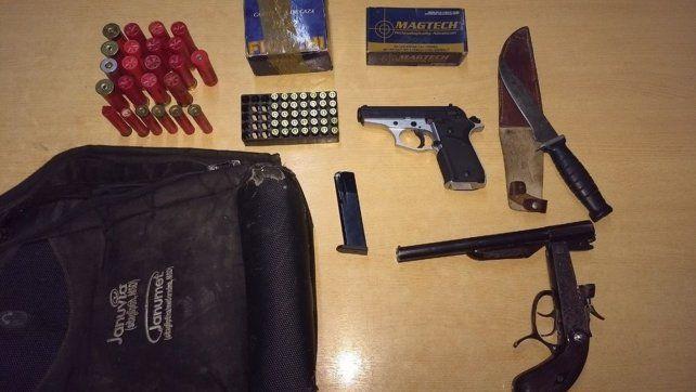 El chico fue detenido por la Policía dentro de la escuela con un arsenal en su mochila.