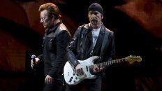 Bono y The Edge, al frente de U2. Esta noche es el primer show de la banda.