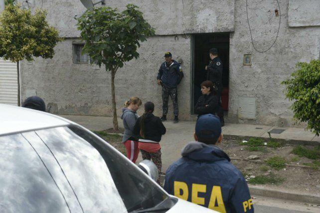 En los allanamientos de esta mañana se incautaron armas y hubo varios detenidos.
