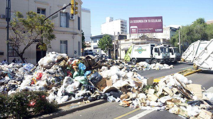 La protesta de ayer en Lagos y Pellegrini. 24 tonaledas de residuos en la calle.