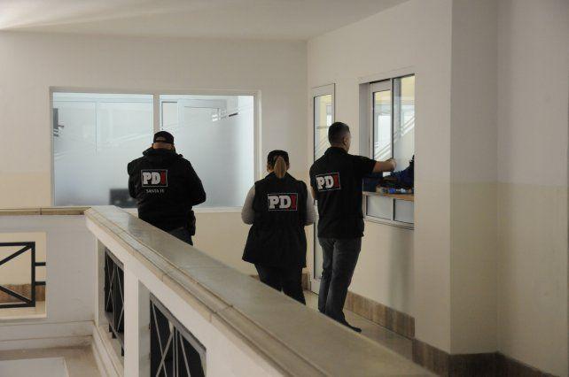 Procedimiento de la PDI en oficinas de la Municipalidad de Santa Fe