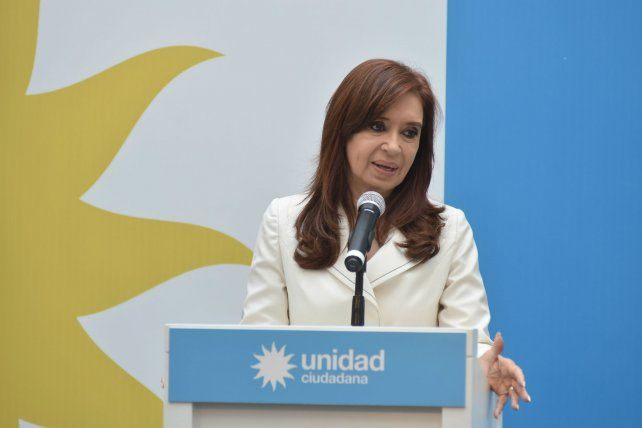 La expresidenta cargó contra el mandatario nacional por su citación a indagatoria.