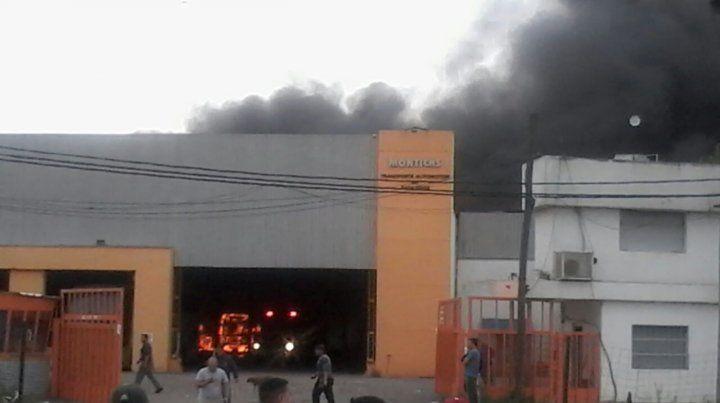 Un incendio en el galpón de Monticas causó alarma entre los vecinos de la zona noroeste