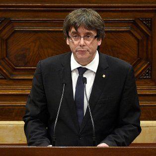 puigdemont amago con declarar la independencia de cataluna y pidio tiempo para abrir un dialogo