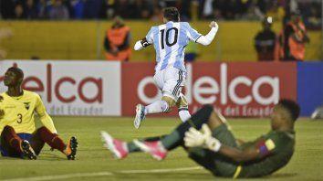 Lionel Messi le rompió el arco y marcó el segundo de la Argentina y de su cosecha personal.