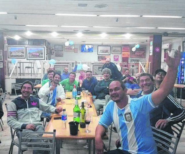 Los amigos del Zurdo. El bar del club Alumni de Casilda