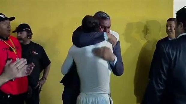 El intenso abrazo entre Chiqui Tapia y Messi, y el saludo que esquivó a Angelici