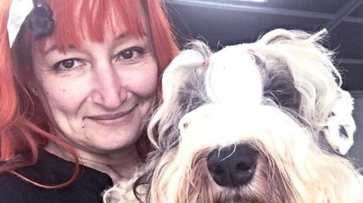 Una mujer festeja sus ochos años de casada con un perro y da detalles de la relación