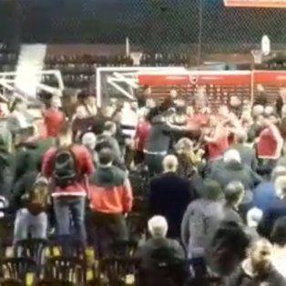 serios incidentes, golpes y corridas en la asamblea de newells que se suspendio