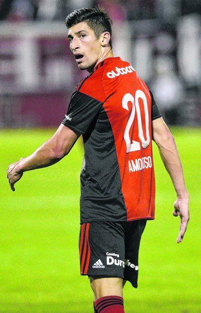 Se fue disgustado. El futbolista se fastidió por la reprobación de los hinchas. Hizo todo para irse de Rosario.